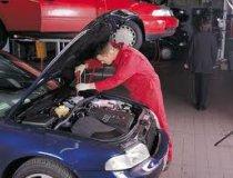Schneiden sie die kosten für die reparatur des fahrzeugs