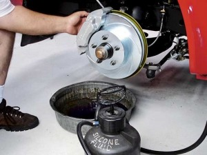 How to remove the air from the disc brake cylinders