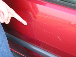 Learn to use the car scratch remover